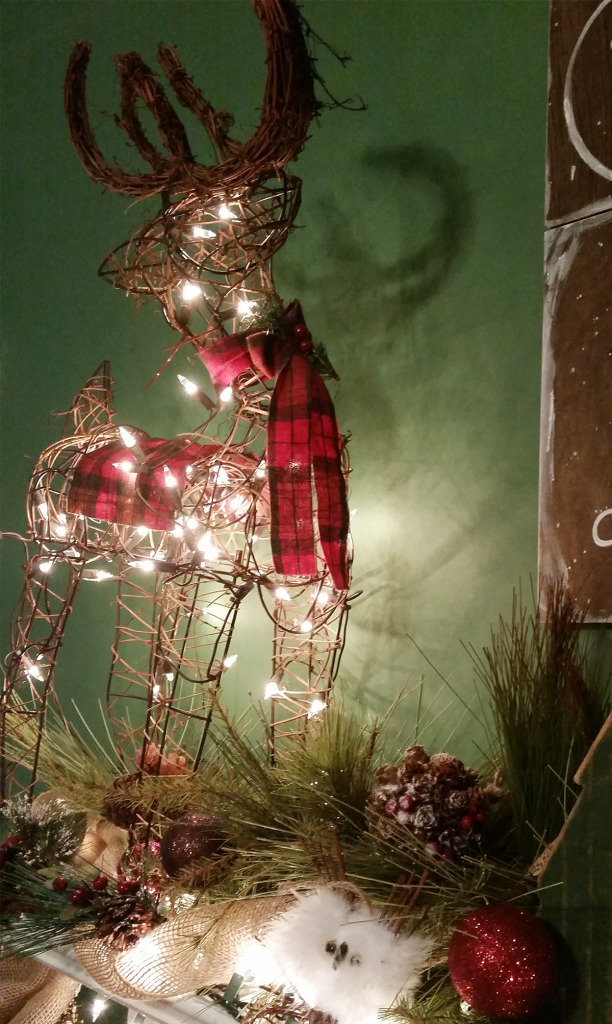 reindeer-friend-christmas-mantel